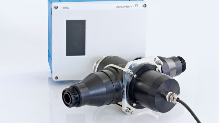 The Flowfit CUA252 flow assembly with the CYR52 ultrasonic cleaning device attached.